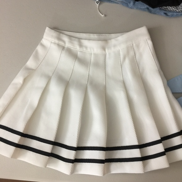 56a76cb522 H&M Dresses & Skirts - H&M Divided Pleated Sporty Skirt
